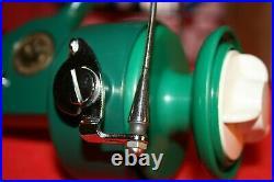 Beautiful Nos Penn 710 Medium Spinning Fishing Reel