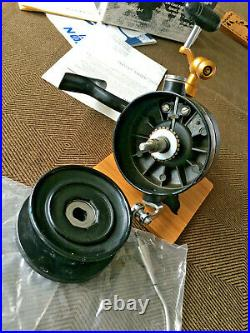 Classic Vintage Penn 704z Spinning Reel, With Manual Pickup Like 706z. USA Made