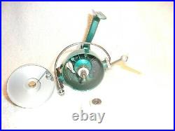 PENN 722 SPINFISHER FISHING REEL GREENIE NEAR MINT IN BOX with ORIGINAL EXTRAS