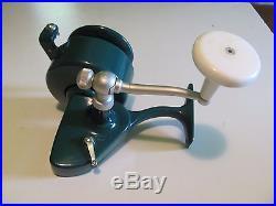 Penn 706 Spinfisher spinning reel, manual roller pick up, green 70's vintage