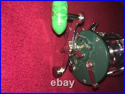 Penn peer no. 209 fishing reel collectors item green handle and green sides
