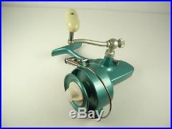 VINTAGE PENN 704 SPINFISHER SPINNING FISHING REEL SUPER CLEAN