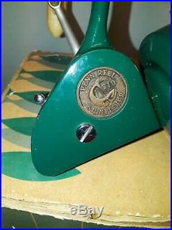 Vintage Penn 710 standard spinfisher. Green Body