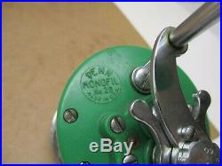 Vintage Penn Reel Monofil 26 Green Newell Base